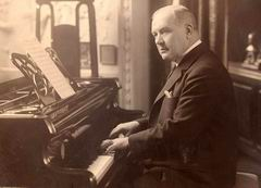 Franz Lehár am Klavier